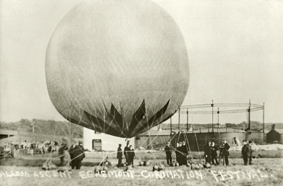 Balloon ascent of Capt. Spencer at the Coronation Festival for George V in Egremont, 1911